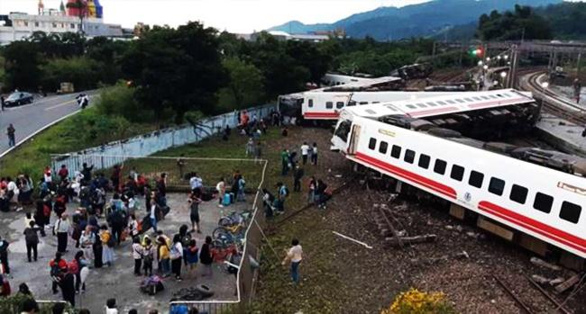 انقلاب قطار يودي بحياة 17 شخصا في تايوانØ« عنه